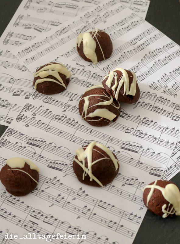 gebackene Mozartkugeln, Marzipan, Nugat, Pistazien, Weihnachtsbaeckerei, Plaetzchen backen, Plaetzchen, Plaetzchenrezept