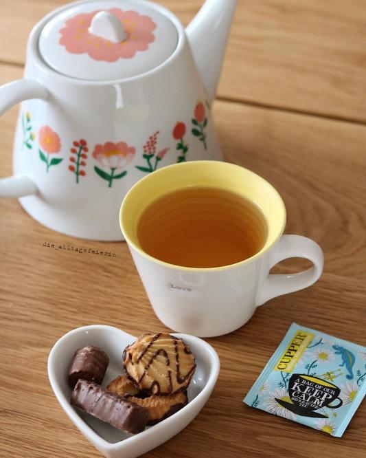 Der Gottesdienst war toll und wir waren (jetzt schon) dezent nah am Wasser gebaut ....na das wird was geben.... * Jetzt bin ich total verfroren, denn wir hatten hier einen Temperatursturz von über 10 Grad.....deshalb gibt's hier jetzt auch Tee und dann geht's rockig weiter.....#butfirstcookies, schönen Nachmittag #tea #tee #cuppertea #teatime #teetrinken #abwartenundteetrinken #instatee #instatea #teagram #teagasm #kekse #cookies #hansfreitag #fürmehrkeksimleben #mehrkeksaufinstagram #druckrauslebensfreuderein #diealltagsfeierin #entschleunigung #alltagsfeierei #teaaddict #time4tea, 50 Fakten