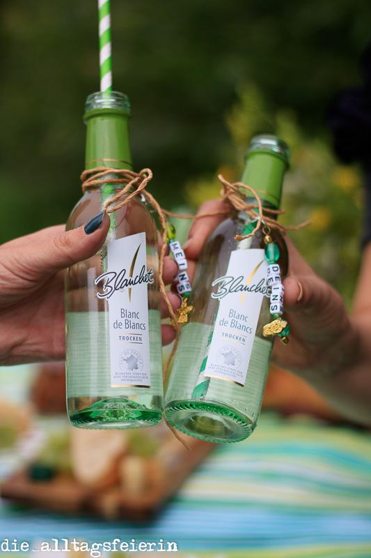 {DIY} Einladung zum Picknick *Pimp up your Weinflasche*