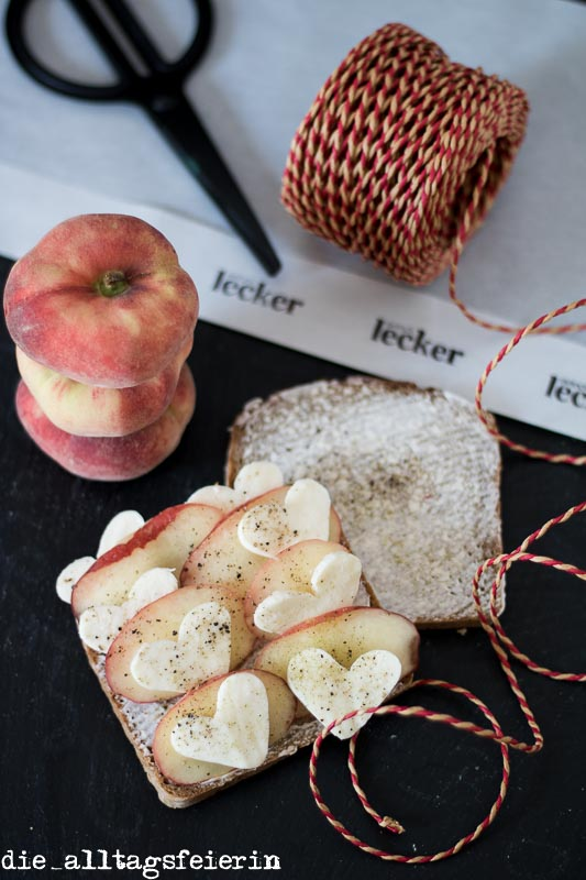Roggenbrot, Pfirsich, Mozzarella, Pausenbrot, belegtes Brot
