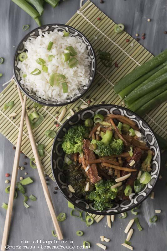 Speiseplan KW 44-18, Reis, Reis Baby, Reis, Asiatische Schweinerei mit Hoisinsoße, Asiatisches Rezept, Schweinefleisch, Hoisinsoße, Sojasoße, Asiapfanne, Brokkoli, Reis, Basmatireis, diealltagsfeierin.de, ue40