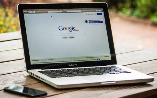 Notebook mit Google-Suche (Bild: Pixabay)