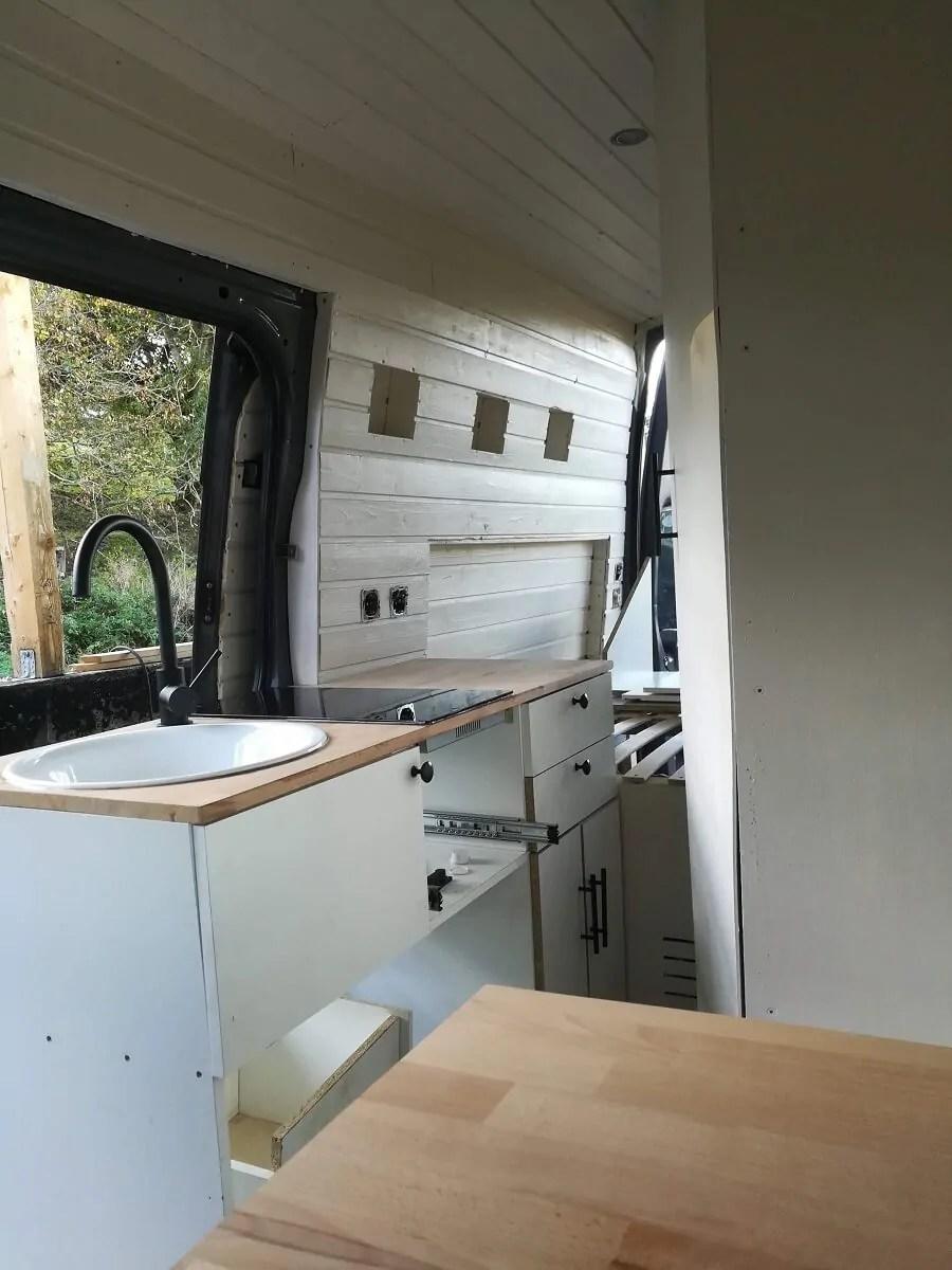 Read more about the article Unser Camper Ausbau – Die Küche in unserem Camper