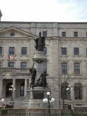 Statue von François de Montmocery-Laval