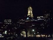 Blick vom Hafen/Restaurant auf Boston bei Nacht