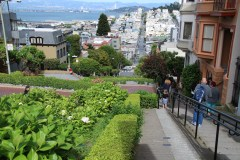 Blick die Lombard Street hinunter