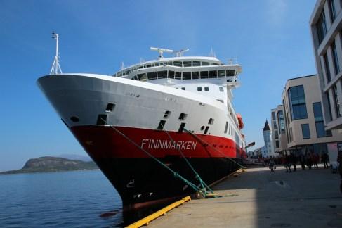 Unser Schiff im Hafen von Alesund