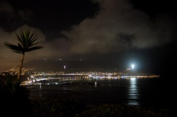 Lima's coast line at night, view from Miraflores. You can see I didn't manage to be perfectly steady at 1/60, but it's a pretty usable image nonetheless.