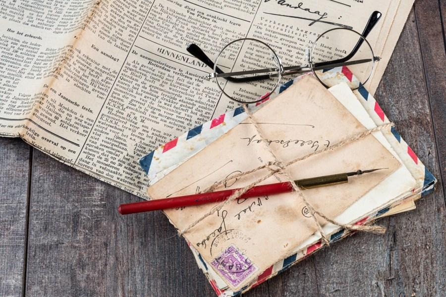 Old Newspapers Newspaper Vintage  - Nietjuh / Pixabay