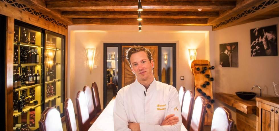 Der mit zwei Gault Millau-Hauben ausgezeichnete Hotel Das Seekarhaus-Küchenchef Harald Rindler verwöhnt die Gäste im schneesicheren Wintersportort Obertauern.