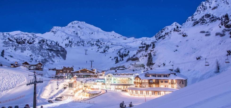 Die Sterne über Obertauern zum Greifen nah – direkt an der Skipiste: So genießt man Skiurlaub im Hotel Das Seekarhaus!