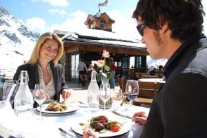 Zu Mittag bietet das Fünf-Sterne-Hotel Das Seekarhaus von 11.30 bis 15.00 Uhr auf der wunderbaren Sonnenterrasse oder der gemütlichen Seekarstube eine große Auswahl an traditionellen und internationalen Gerichten. Foto: Seekarhaus