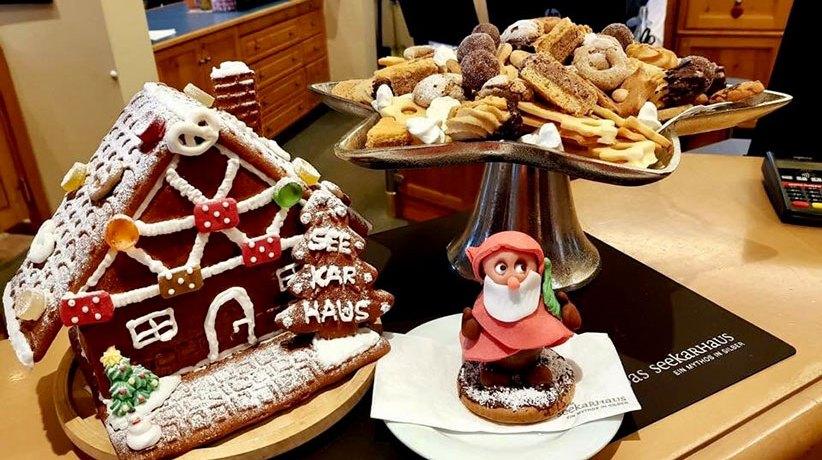 Vanillekipferl-Parfait-Rezept. Ein Vanillekipferl-Parfait ist die perfekte Alternative zu den typischen Weihnachtskeksen und das ideale Dessert in der Weihnachtszeit. Rezept vom Hotel Das Seekarhaus in Obertauern. Foto: Hotel Das Seekarhaus