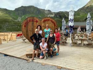 Das Hochalm-Team im September 2019. Trotz laufender Umbauarbeiten konnte man auf einen erfolgreichen Obertauern-Sommer zurückblicken. Foto: Privat