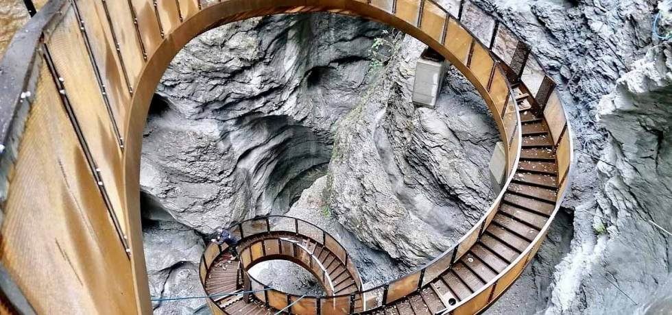 Ausflugsziel im Pongau: Die wieder eröffneten Liechtensteinklamm! Jetzt kann das St. Johanner Naturdenkmal nach dreijähriger Schließung erneut besichtigt werden. Mit der neuen Helix-Treppe ist es um noch eine Attraktion reicher. Foto: Stadtgemeinde St. Johann im Pongau/Viehhauser