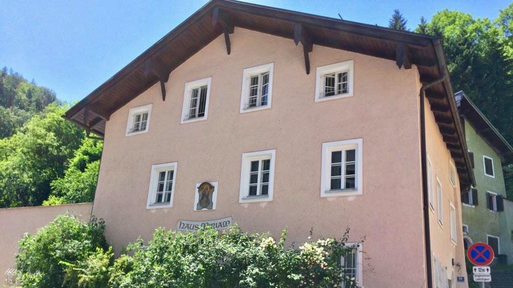Die Frauenhäuser in Salzburg und Hallein stehen vor dem Aus. Was dies für hilfesuchende Frauen und Kinder bedeutet, erklärt die Leiterin des Frauenhauses Mirjam, Doris Weißenberger.