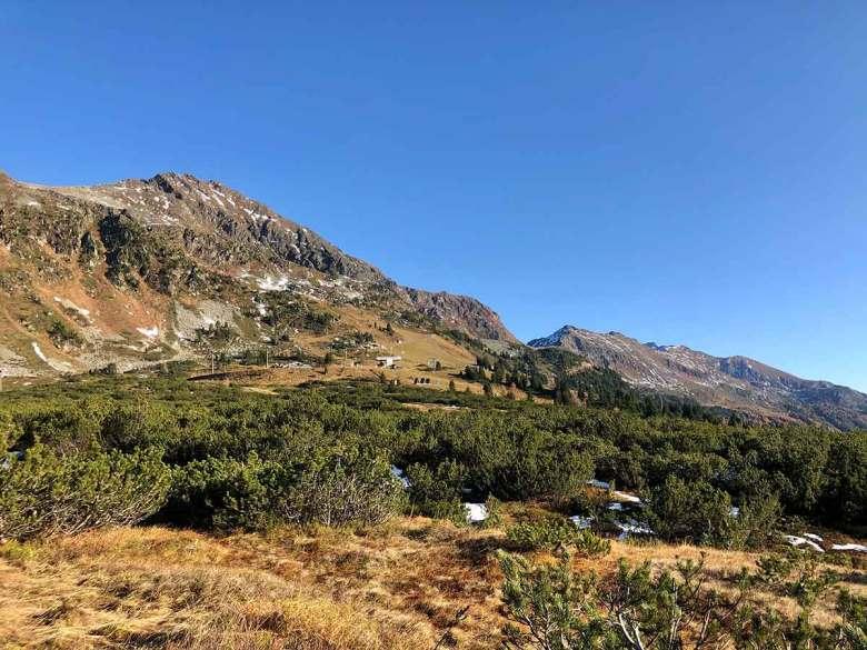 Die seit Tagen anhaltende anhaltende Inversionswetterlage beschert Obertauern warme Herbsttage bei strahlend blauem Himmel. Foto: Kitzenegger