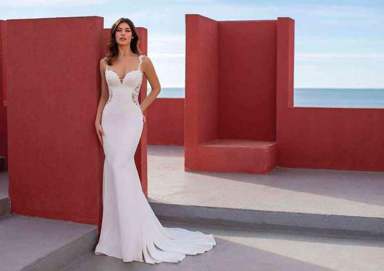 Hochzeitskleider im Meerjungfrauen-Stil, wie hier das Modell OKAPI von White One, sind aus den aktuellen Brautmode-Kollektionen nicht wegzudenken. Foto: Pronovias