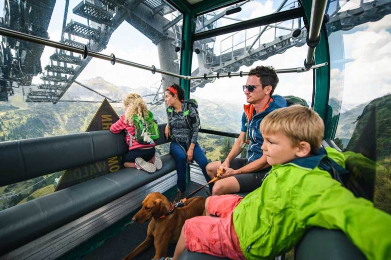 Zählt zu den absoluten Must-do´s im Sommer in Obertauern: Seilbahnwandern! Von Anfang Juli bis Mitte September gelangt man mit der Grünwaldkopfbahn und der Hochalmbahn täglich mühelos in atemberaubende Höhen. Foto: TVB Obertauern