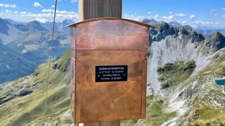 Die aus Kupfer gefertigte Box für das Gipfelbuch am Gamsleiten-Gipfelkreuz. Foto: Florian Modl