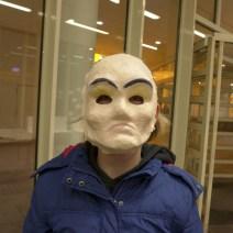 Foto: Maske wird aufgesetzt