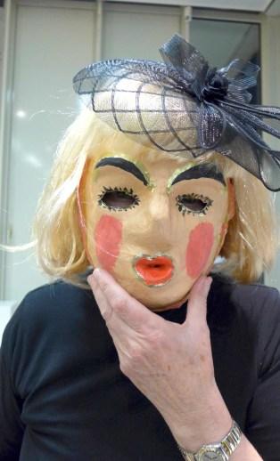 Foto: Mensch mit Maske