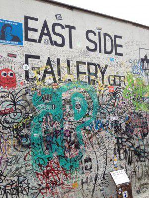 east side gallery berlin die kleine botin