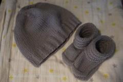 stricken-furs-baby-mutze-und-schuhchen