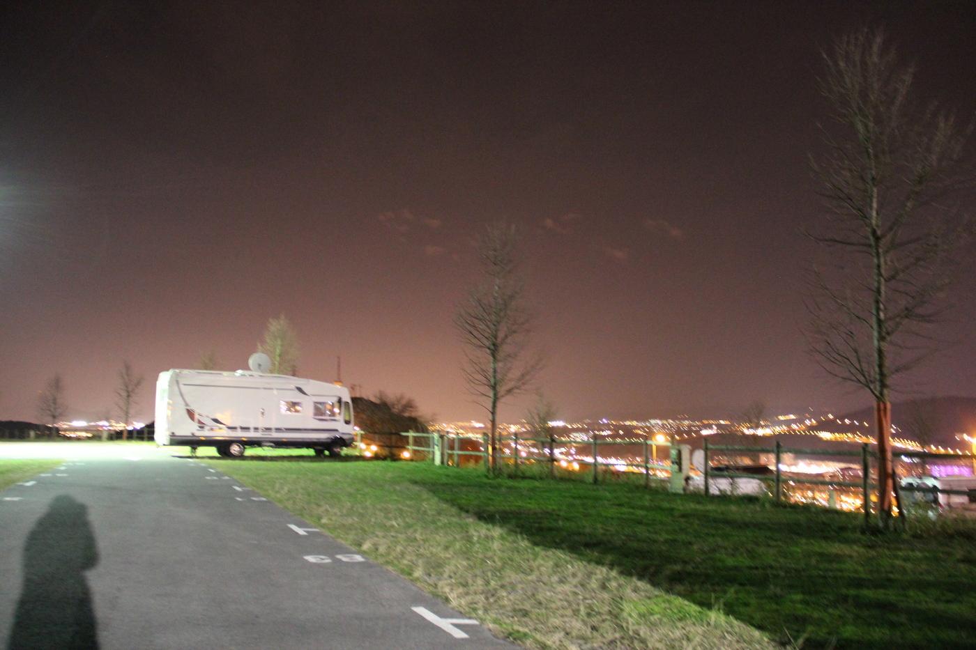 Bilbao Wohnmobilplatz abends