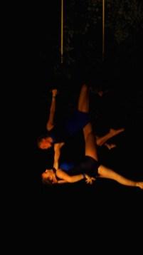 Foto von zwei Trapezkünstlerinnen auf dem Schulfrei-Festival in Klein-Leppin.