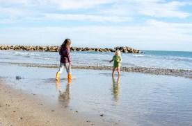 Foto von zwei Kindern am Strand von Palavas-les-Flots.