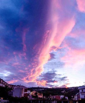 Foto von Sonnenuntergang hinter dem Dorf Ítrabo.
