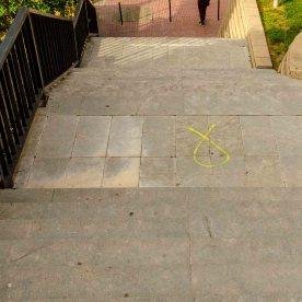Treppe mit Grafitti vom Unabhängigkeitszeichen von Katalonien.