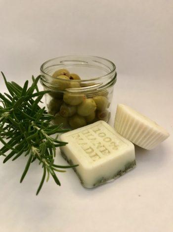 Naturseife mit Rosmarin aus eigenem Anbau ohne Zusätze palmölfrei und Seife selber machen aus Liebe zur Natur