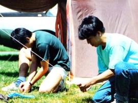 Hiệp & Hùng đang dựng lều