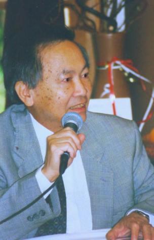 01-05-2000 - Paris : Bác Hà giới thiệu quyển cẩm nang