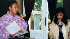 """05-03-2000 - Paris : Được & cô Quỳnh Hạnh trong chương trình """"Tình Thơ Ý Nhạc"""""""