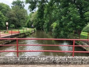 Le canal de Blies-Schweyen; le canal produit une grand part d'élecricité avec une centrale hydroélectrique