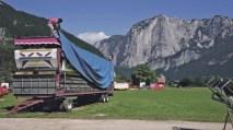 Der Alltag vor und nach dem temporären Spektakel. Bild Veronika Barnaš, Filmstill aus Fahren, 2020
