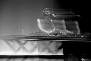 Maja Osojnik on Stage: Es war einmal kein Lockdown. Foto Thibaut de Lestré