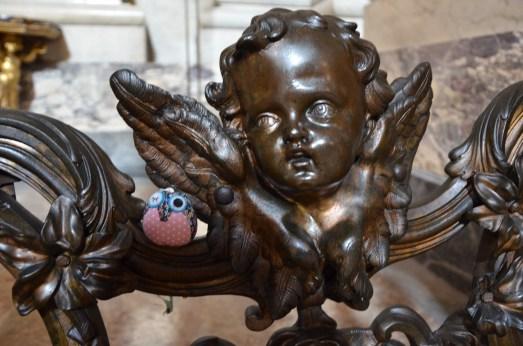 DieReiseEule beschützt vom Engel in Sant'Ignazio