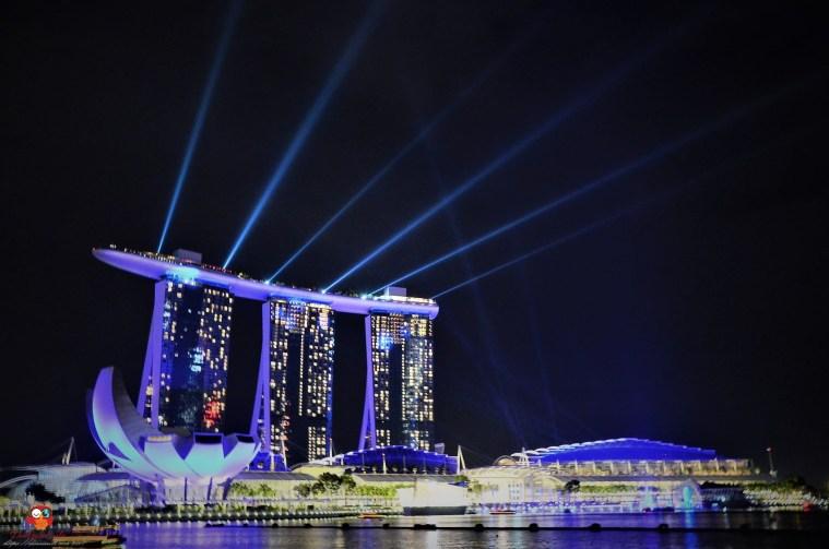 Lasershow an der Marina Bay beim gleichnamigen Luxushotel