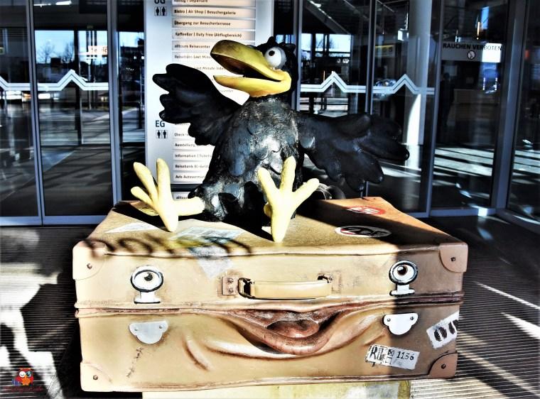 Rudi Rabe und der sprechende Koffer am Erfurter Flughafen