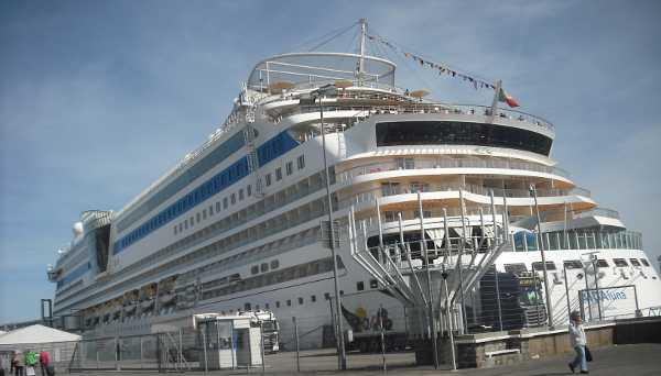 AIDA Luna am Cruise Terminal Ostseekai in Kiel