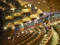 Pakett und Loggen im Royal Theatre
