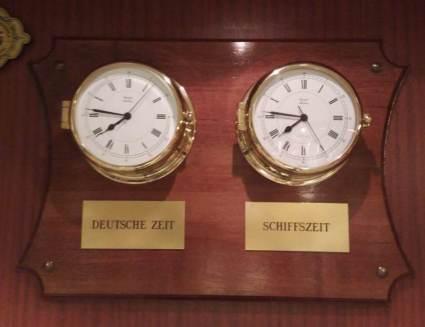 Daheim gehen die Uhren diesmal nicht anders.