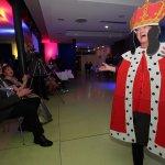 König Martin Krause und Königin Karin Schäfer freuen sich über die Showeinlage von Jürgen Drews (Ingrid Krause) als König von Mallorca.