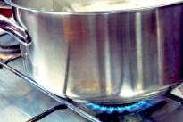 Kochen an Bord, zwei Flammen
