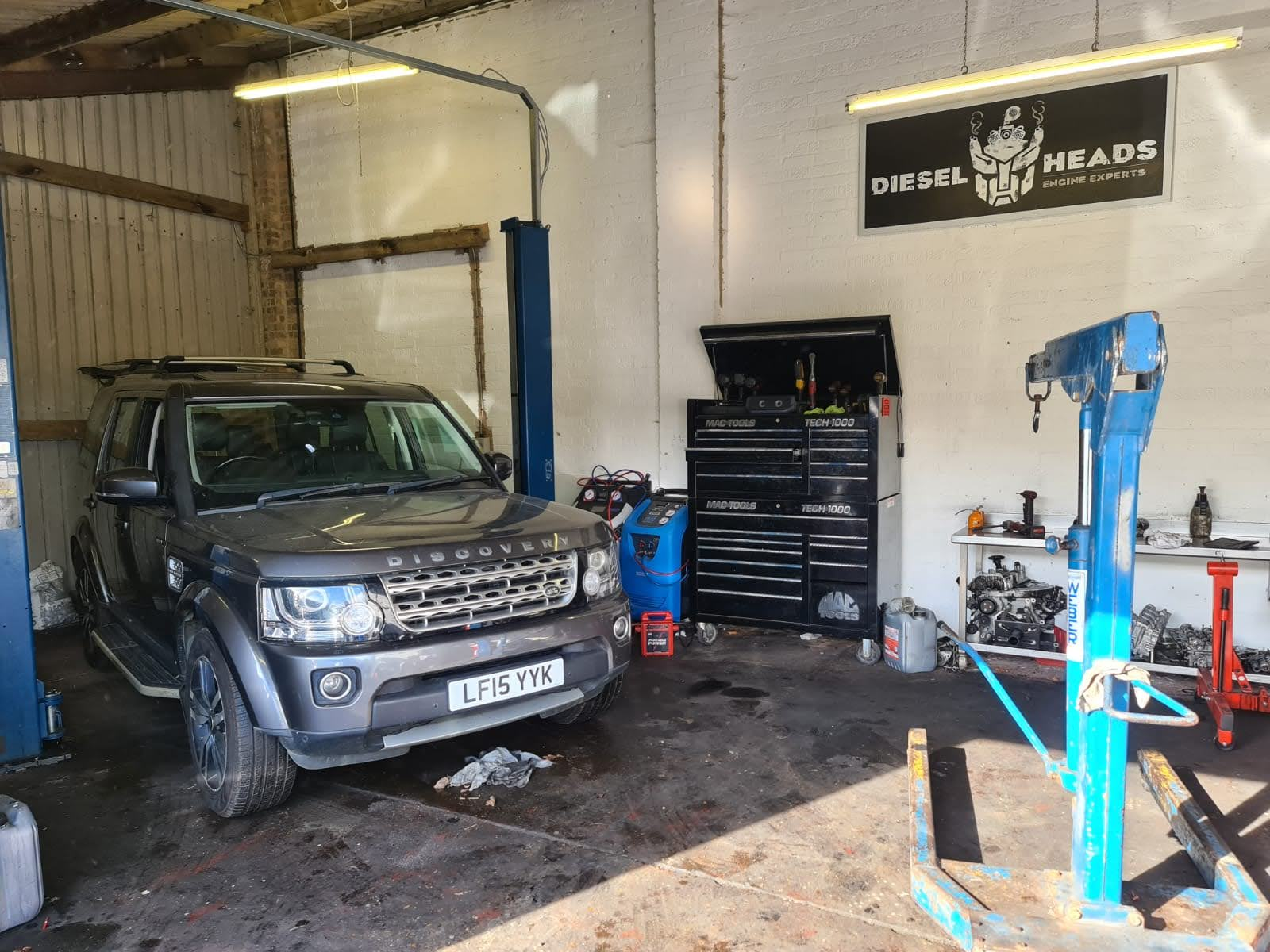 land rover discovery 3.0 tdv6 engine