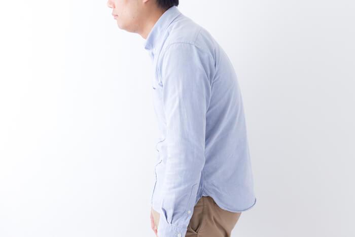 二重あごの原因は姿勢の悪さと、筋肉の衰え